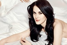 Downton Abbey's Michelle Dockery strips off for Vanity Fair cover