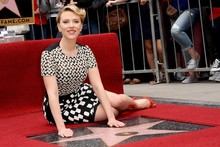 Scarlett Johansson works out how to avoid wardrobe malfunction on Walk of Fame