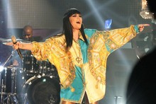 Jessie J revisits The Voice gold leggings - starting eclectic robo-chic trend?