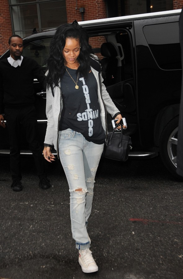 Rihanna 39 S Casual Tomboy Style Nicole Or Rihanna Pinterest Rihanna Tomboy Style And Tomboys