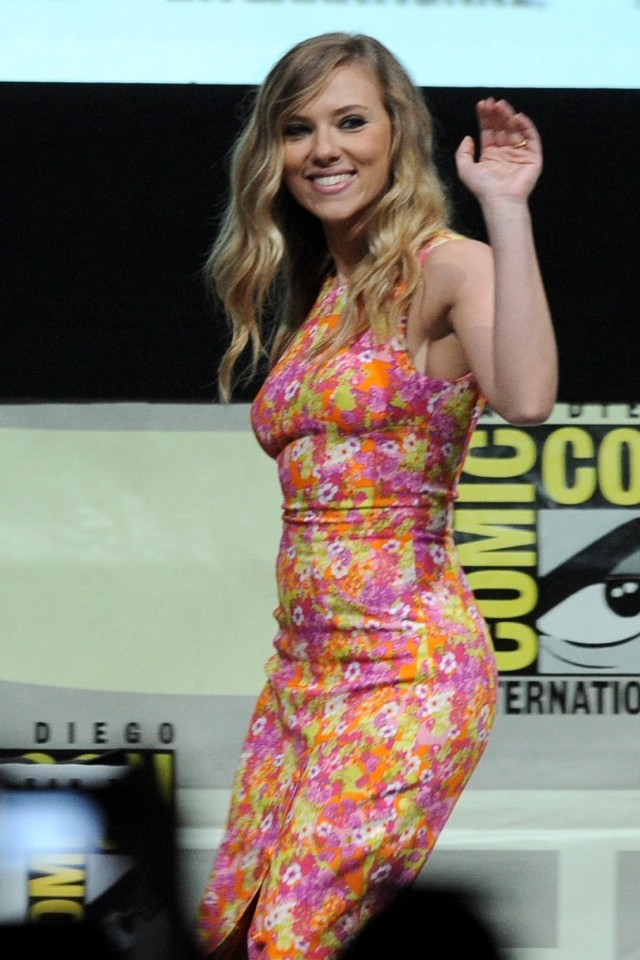 Hello, Petal! Scarlett Johansson Is Bloomin' Gorgeous In Florals At Comic-Con 2013