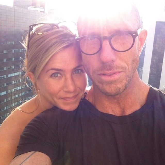 Jennifer Aniston's Hairdresser Posts Makeup-Free Pic - And She Still Looks Amazing
