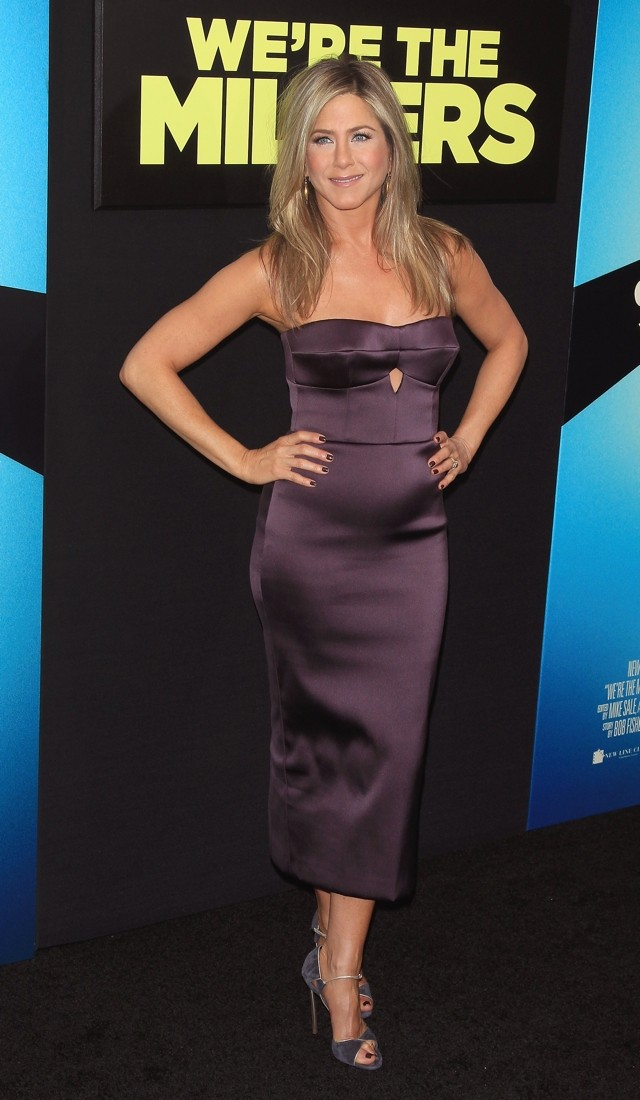 Burberry Beauty: Jennifer Aniston Wows In Purple At We're The Millers NY Premiere