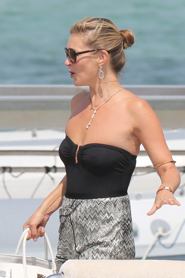 Kate Moss Shows Off Gorgeous Beach Chic As She Parties With Sir Philip Green In St Tropez