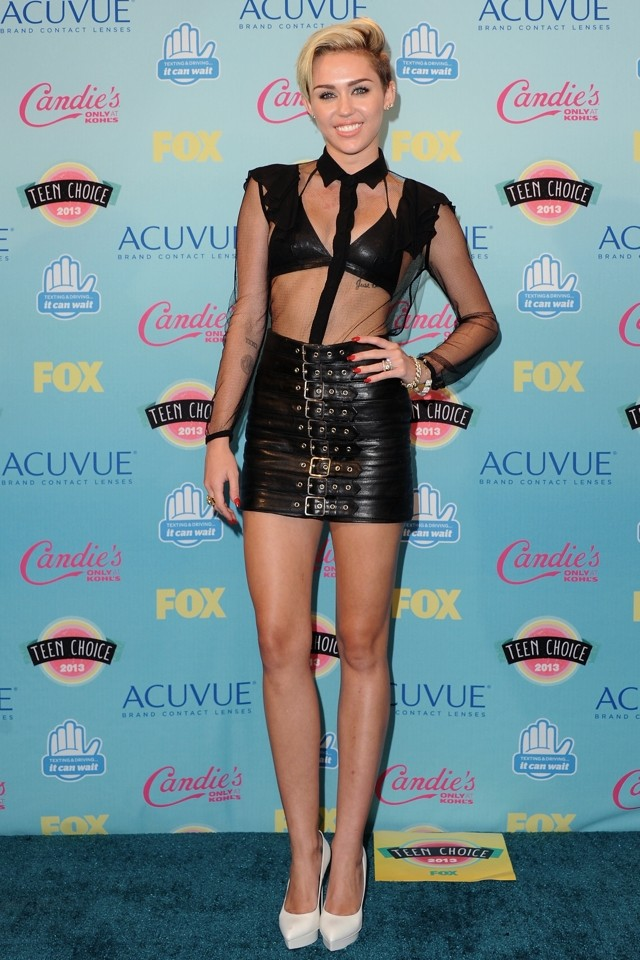 Miley Cyrus Does Dominatrix Style At 2013 Teen Choice Awards