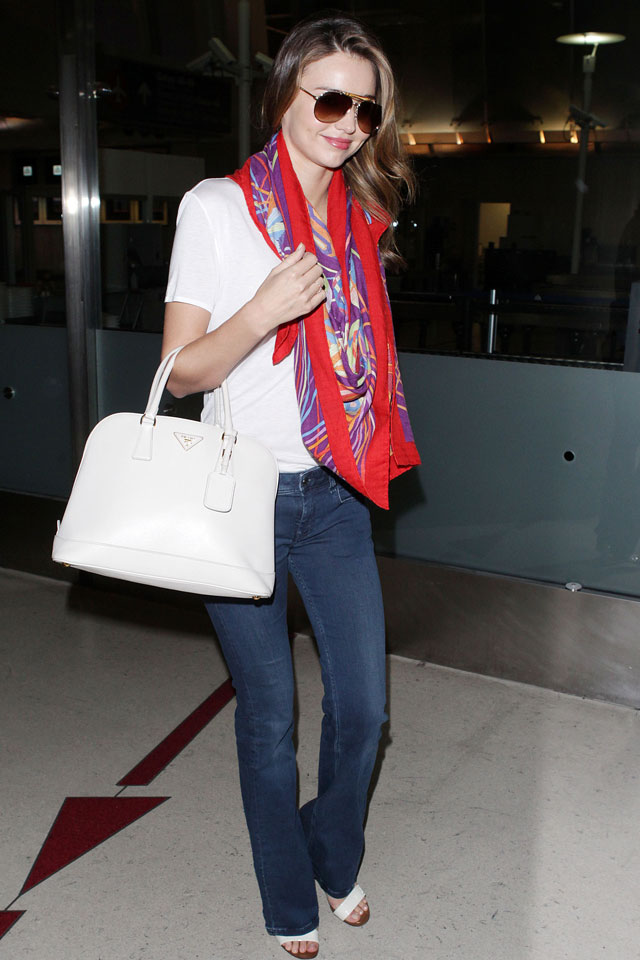 Miranda Kerr's Latest Airport Style Triumph: Printed Scarf, White Tote, Denim Flares