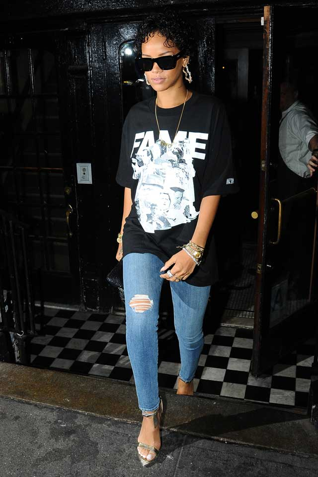 Rihanna Makes Girls Everywhere Feel Better About Wearing Their Comfiest T-Shirts