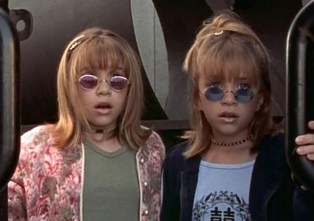 mary-kate and ashley olsen sporting tinted shades