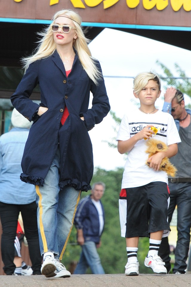 gwen stefani visits safari park with family