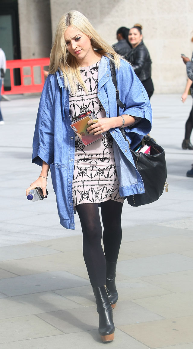 Fearne Cotton Rocks Casual Cool Combo For Her Radio Show In London