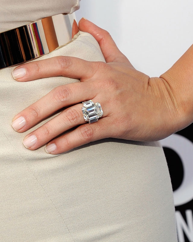 kim kardashian's engagement ring to be auctioned off