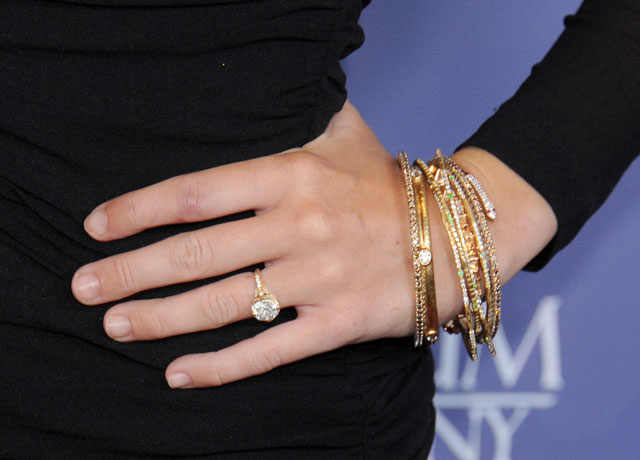 miley-cyrus-engagement-ring