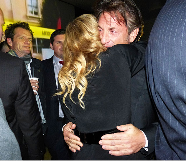madonna & sean penn embrace in new york