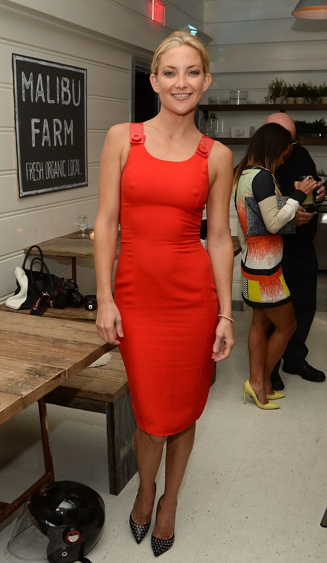 Kate Hudson WOWS In An LRD (Little Red Dress) Sans Bra