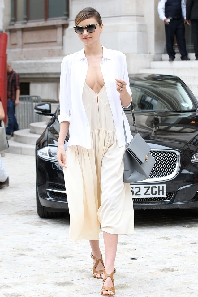Miranda Kerr 'Hangs Out' Sans Bra During Paris Fashion Week