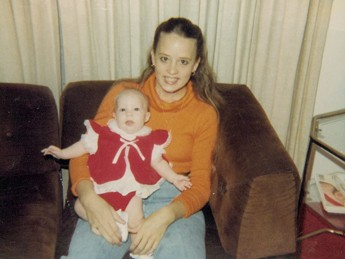 My mom needs a double lung transplant to survive: Amber Angelle as a baby, with her mom.