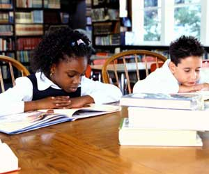 kids using the library