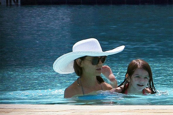 Katie Holmes goes swimming with Suri