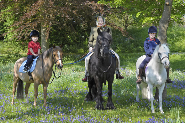Queen takes Prince Edward's kids for horse ride