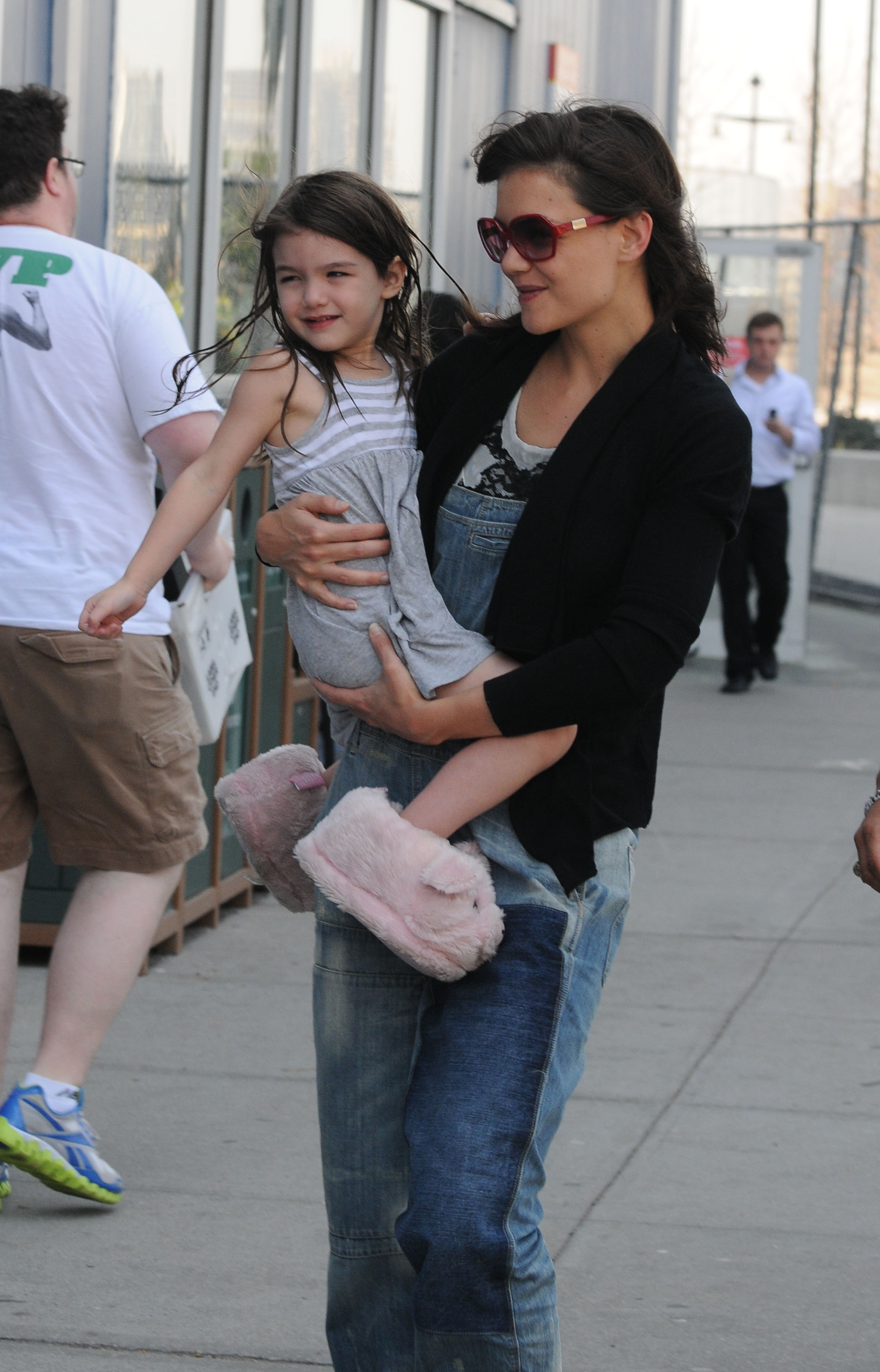 Suri in slippers