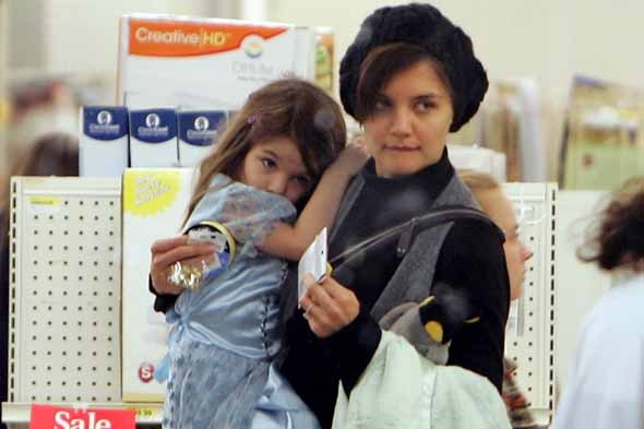 Why Suri Cruise never wear a coat -  Katie Holmes reveals all
