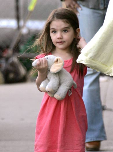 Suri cruise NEVER wearing a coat