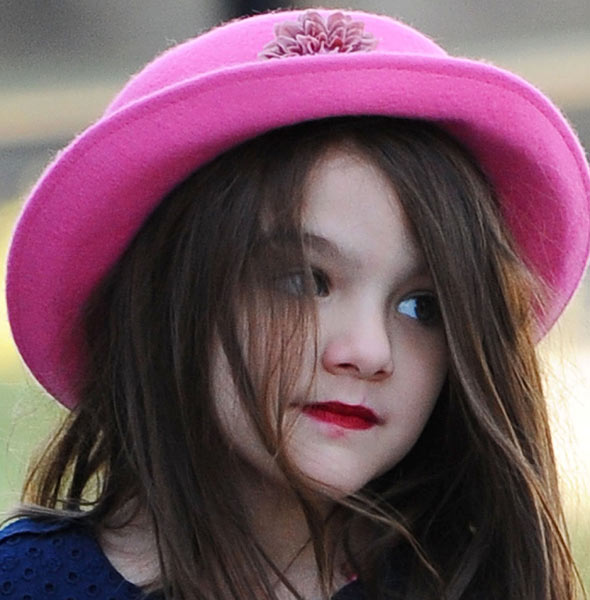 Suri Cruise in lipstick