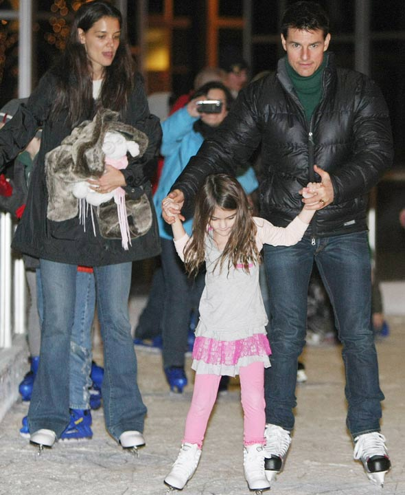 Suri Cruise goes dancing on ice