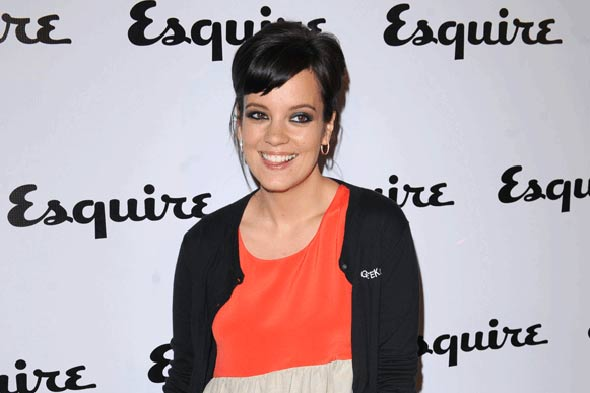 Lily Allen tweets about her leaky breasts!