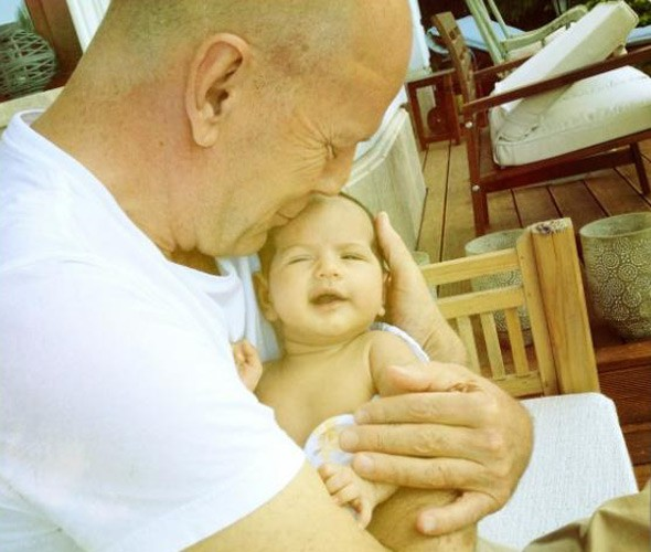 Gorgeous photo: Bruce Willis cuddles baby Mabel