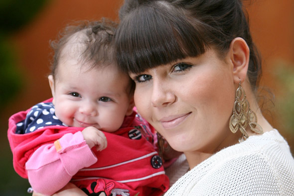 Mum-to-be refuses lung cancer operation to save unborn baby