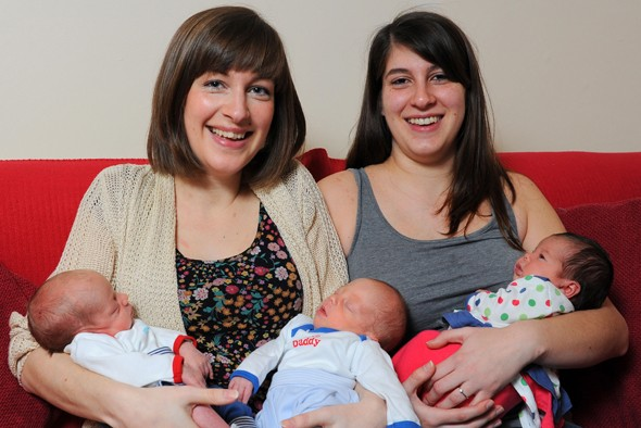 Sisters trade places in hospital bed to give birth