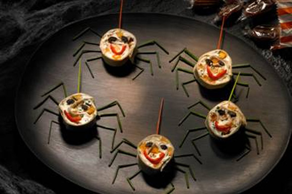 Halloween party food: Spider Wraps