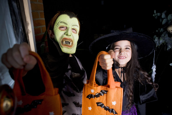 'Fagin' beggars as young as three terrorise drinkers in Halloween costumes