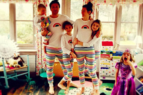 'Very funny and slightly strange!' Jamie Oliver Tweets pic wearing wife Jools' new pyjamas!