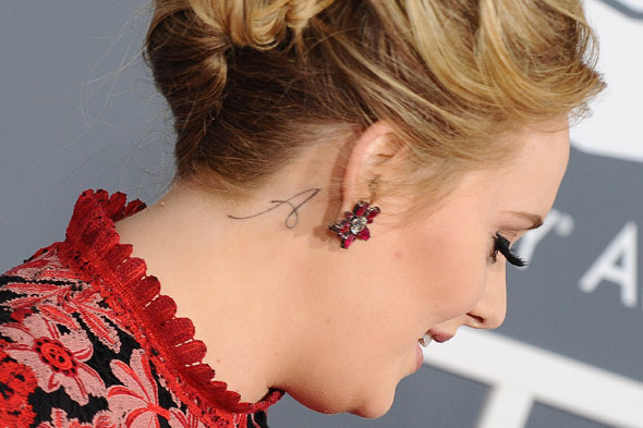 Adele shows off 'A' tattoo at the Grammy's