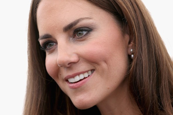 New agony for Duchess of Cambridge as Italian mag threatens to publish photos of her pregnancy bump for first time