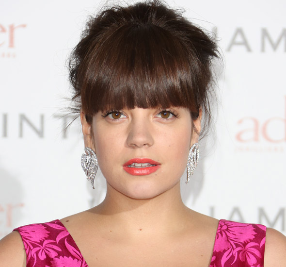 Lily Allen Tweets her leaky breasts embarrassment!