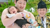 Sumo wrestlers make toddlers cry - on purpose