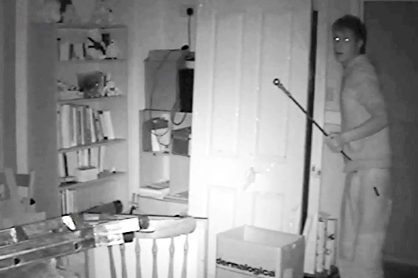 Open window warning: Skinny thief squeezes through tiny gap to burgle student