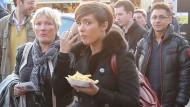 Pregnant Frankie Sandford tucks into chips