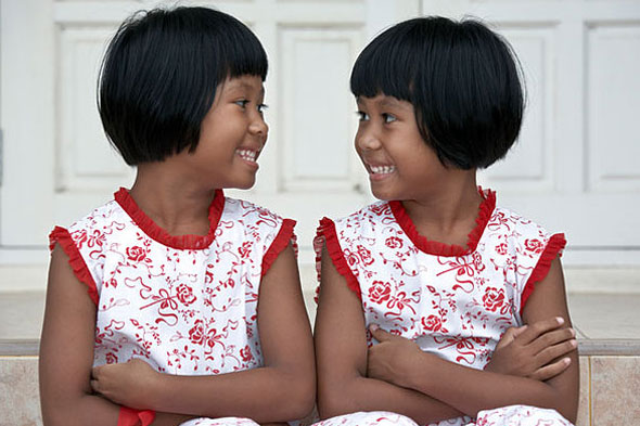 Cute or creepy? Dressing twins and siblings the same