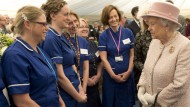 Pregnant Kate Middleton to get water birth info from the Queen after royal maternity unit visit?