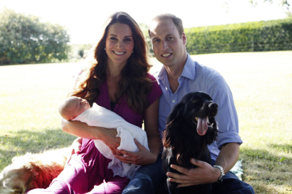 Dress worn by Duchess of Cambridge in family photos sells out in two hours