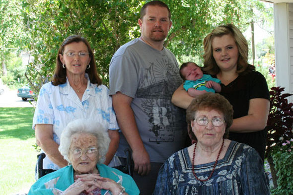 The family with SIX generations - from 95 years to one month old!