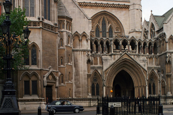 Pregnant mum-of-two must serve 12 month jail term after glassing man