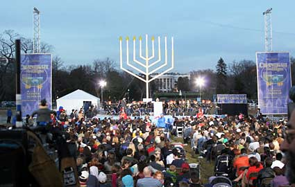 http://www.blogcdn.com/www.parentdish.com/media/2009/12/big-menorah-425ds121109.jpg