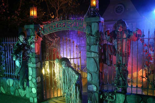 Knott's Berry Farm haunted amusement park picture