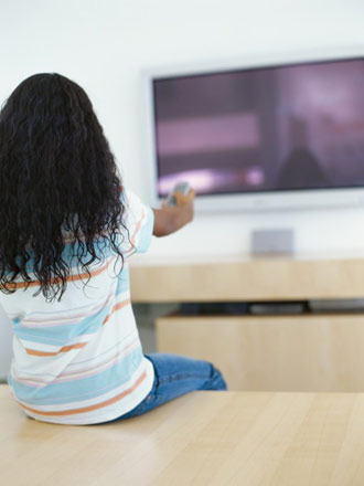 girl watching television picture