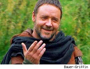 Russell Crowe Ditches Tights for New 'Robin Hood'